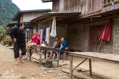 Dorfbewohnerinnen beim Plausch