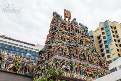 Sri Srinivasa Perumal Tempel mit dem reich verzierten Eingangsturm