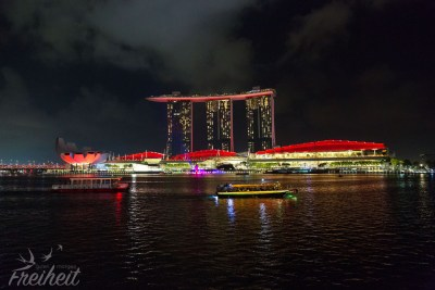 Marina Bay Sands Hotel in rot...