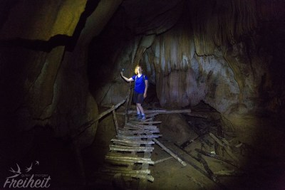 Schneckenhöhle - hinter der Holzkonstruktion geht es noch tiefer hinein