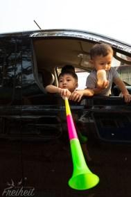Die Hitze lässt auch die Kids ruhiger werden ;-) keine Luft zum Tröten...