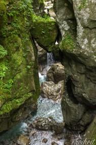 Dieser Felsbrocken wird auch Bärenkopf erinnert. Die Ähnlichkeit ist da.