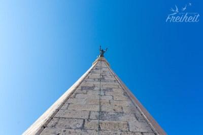 Die Engelsstatue auf der Turmspitze dreht sich mit dem Wind