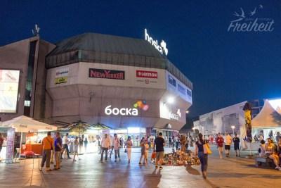 Kaufhaus Boska - abends ist viel los auf den Straßen