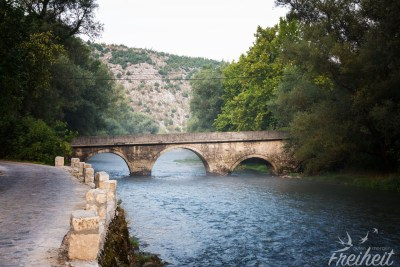 Schiefe Brücke über die Buna