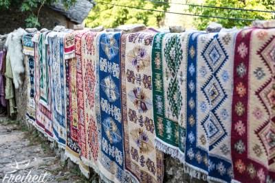 Auch ein Basar darf in diesem orientalisch geprägtem Dorf nicht fehlen