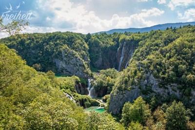 Ein letzter Blick von der Aussichtsplattform - im Hintergrund der Große Wasserfall