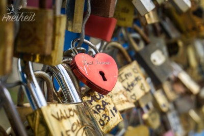 Liebesschlösser an der Blue Bridge of Love
