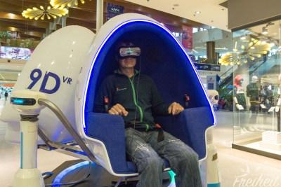 Wir checken Virtual Reality im 9D Simulator aus :)
