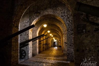 Mächtige Gewölbe in der Burg von Gjirokastra