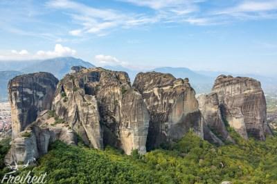 Die Felsen sind durchschnittlich 300 Meter hoch; der höchste von ihnen ragt um die 550 Meter in die Höhe