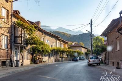 Nach der Schnellstraße folgt eine Landstraße ins Rila Gebirge