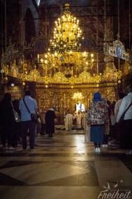 Heimlicher Hüftschuss - der Patriarch und seine Gefolgschaft sind vor der Ikonostase