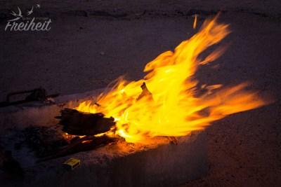 Das erste und einzige Mal, dass wir ein Feuer machen - die Wüste wird nachts wirklich kalt!