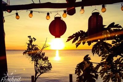 Jeden Abend zum Abendessen gegen halb sieben geht die Sonne unter