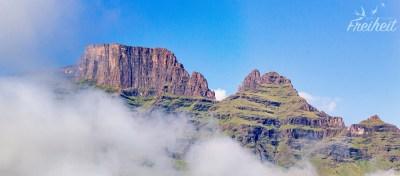 Links der Plateaugipfel des Cathkin Peak