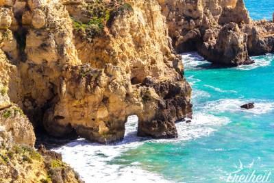 Die Algarve und ihre bizarren Felsformationen