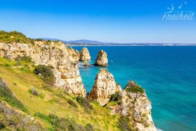 Die Küste ist überraschend grün - zumindest im Frühling :)
