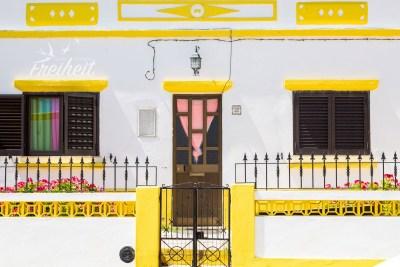 Portugiesische Häuser setzen gerne farbliche Akzente