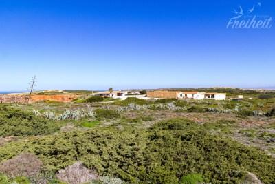 Ein paar verstreute Häuser an der Westküste