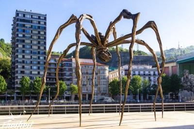 Die berühmte Spinne vor dem Guggenheim Museum
