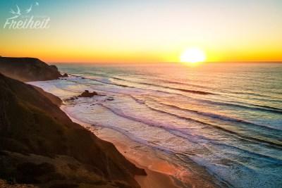 Herrlicher Sonnenuntergang mit Blick zum Praia do Castelejo