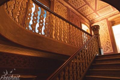 Zwar sind die Innenräume häufig unmöbliert, aber die Wände, Decken und Treppen sind mit ihrer Detailverliebtheit durchaus einen Blick wert :)