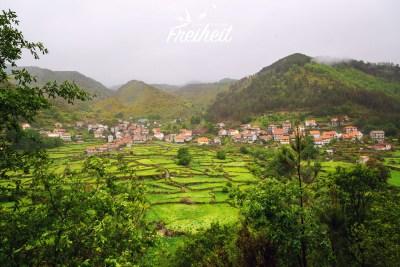 Das Ackerland wurde aufgrund der gebirgigen Landschaft terrassenförmig gebaut, um das Land besser nutzen zu können.