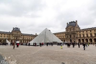 Der Louvre und seine Glaspyramide