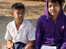 Der Junge rechts sorgte alleine für seine Geschwister, bis er in Erics Schule aufgenommen wurde.