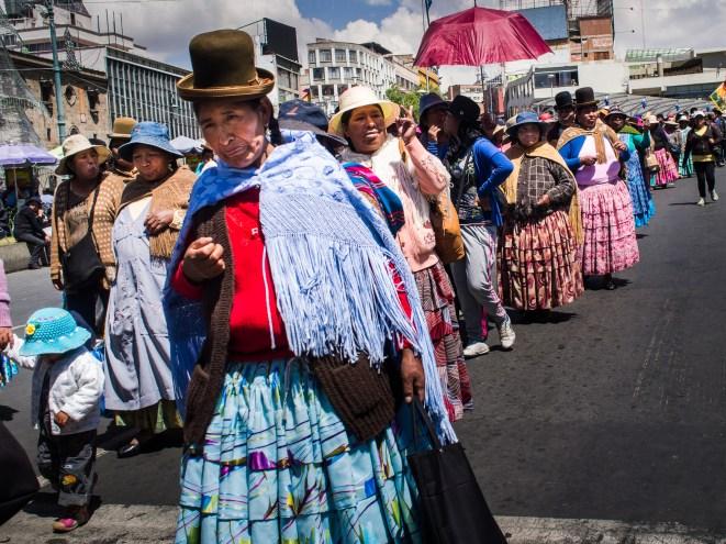 Protestmarsch der Frauen in La Paz, Bolivien.