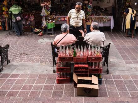 Mexikos Rentner beim Mittagsschwatz.