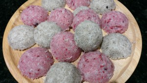 Macaroons (vanilla and berry)
