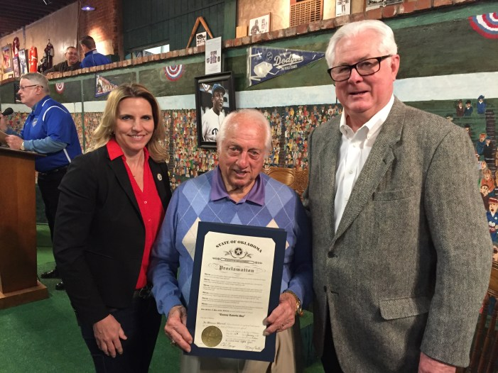 Lasorda entertains large crowd inside Territorial Capital Sports Museum