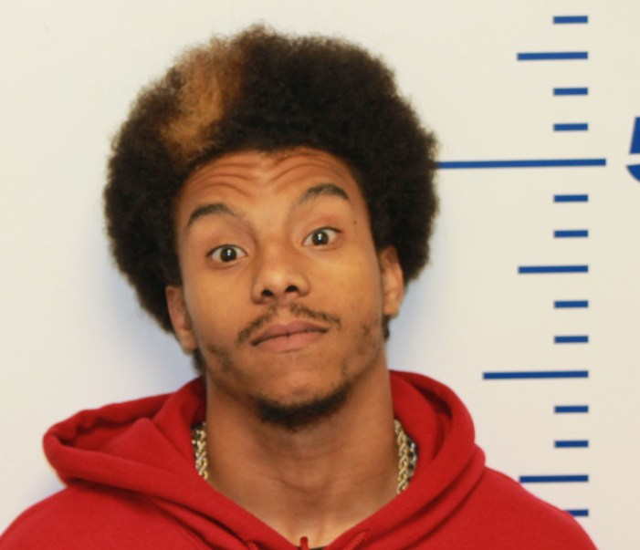 Man threatens to kill deputies; arrested for assault on mother