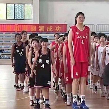 """7'4"""" Zhang Ziyu is 14 years old…"""