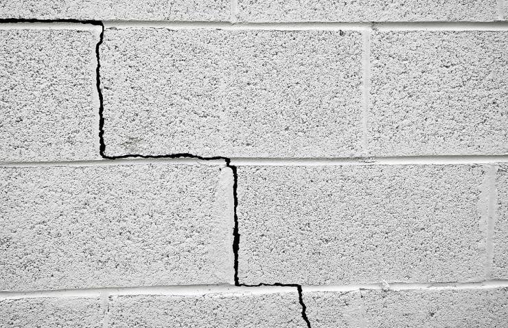 cracked foundation wall blocks