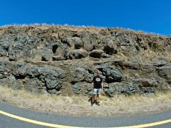 David framför Ongeluk-lavan med dess fantastiska kuddstrukturer.