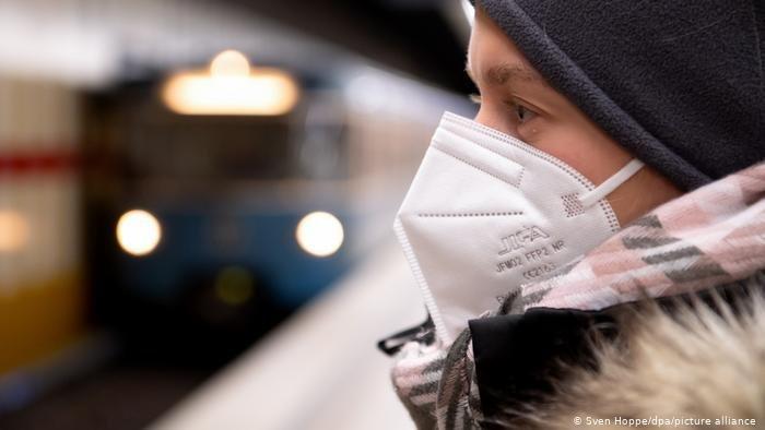 Les appels se multiplient pour que les demandeurs d'asile et les réfugiés puissent bénéficier de masques gratuits / Photo picture-alliance/Sven Hoppe