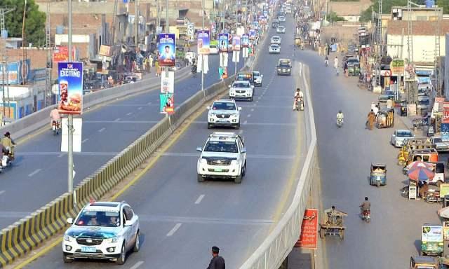 APP65-19 MULTAN: October 19 - Pak-China Friendship Car Rally (Chinese delegation) visit the Historical Multan City. APP Photo by GM Kashif