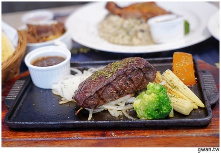 20201110144708 54 - 熱血採訪|台中霸氣牛排館,排餐最低290元起,滿滿牛肉塊羅宋湯免費喝到飽!