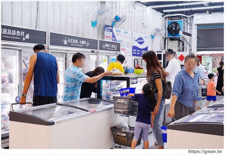 70c55e9caecdf2cd71e77753366faae8 - 熱血採訪 台中最大海鮮超市!泰國蝦超便宜,烤肉串燒通通買的到!