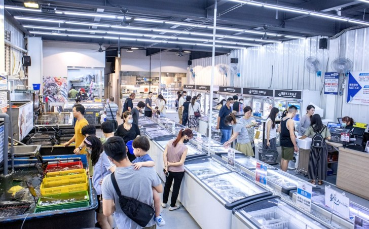 9a7c9ca9490930b0d0b1937e928045df - 熱血採訪 台中最大海鮮超市!泰國蝦超便宜,烤肉串燒通通買的到!