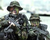 US_Navy_SEALs_in_from_water