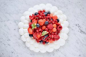 Pavlova Kokos Rood Fruit (zomers gebak) - Gwenn's Bakery