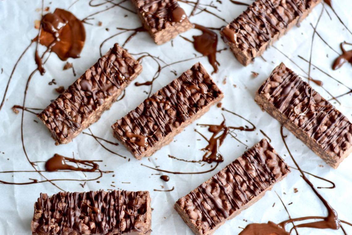 Chocoladerepen met pindakaas en gepofte rijst - Gwenn's Bakery