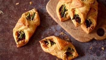 Bladerdeeghapjes met groene asperge en ham - Gwenn's Bakery