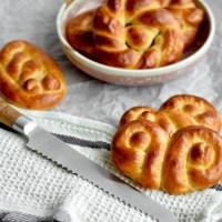 Luxe gevlochten broodjes