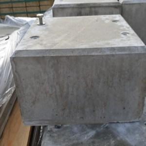 Betonpoer voor onze flexpost uit eigen fabriek