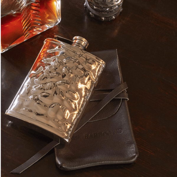 Gustav Flask product shot with case
